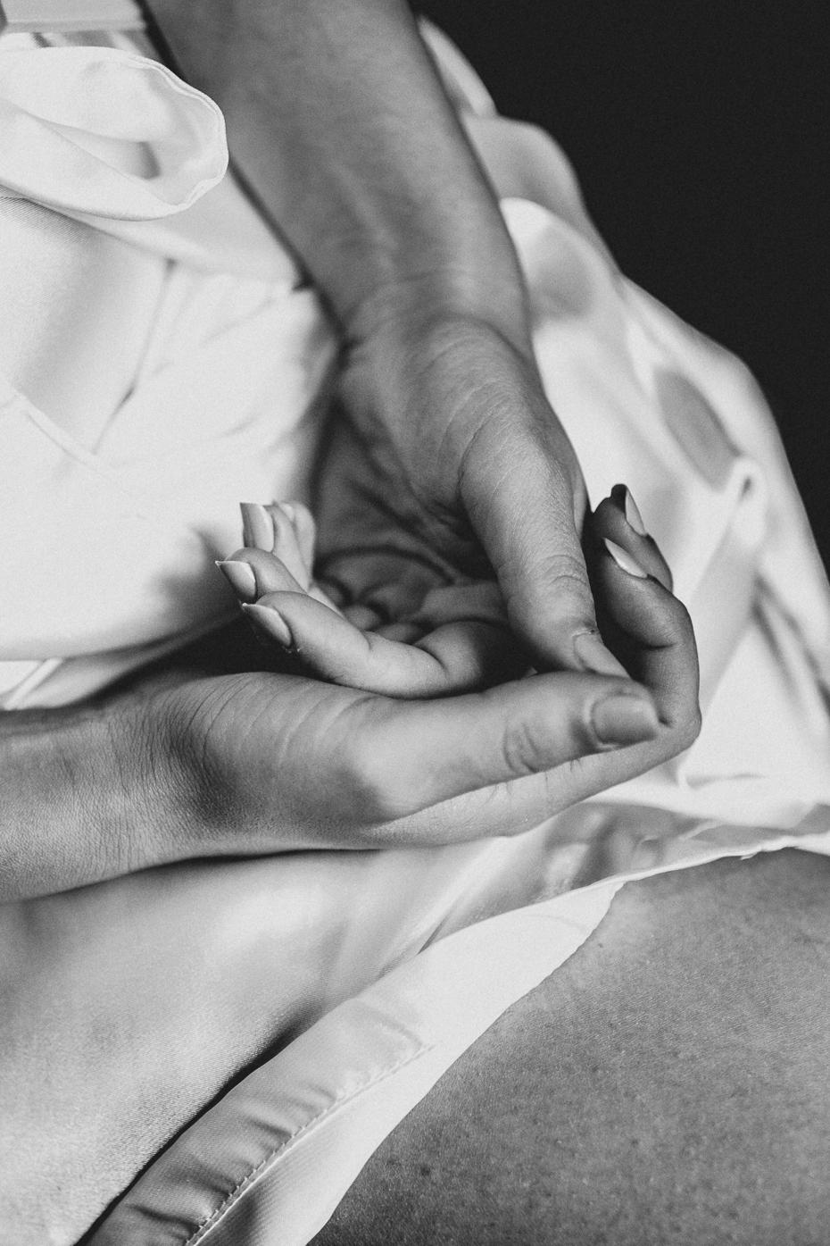 heiraten-in-rom-detail-haende-sw-360